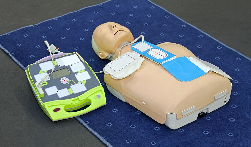 Automated External Defibrillator with training dummy mannequin